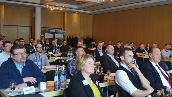 Automotive Forum in sieben Städten